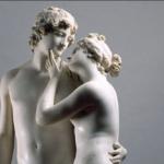تمثال لرجل وامرأة شبه عاريين