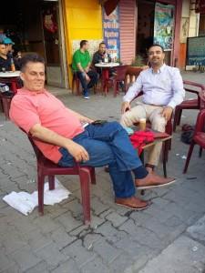 المقهى الشعبي منطقة باساج بتونس أنا والزميل من فلسطين نبيل دويكات