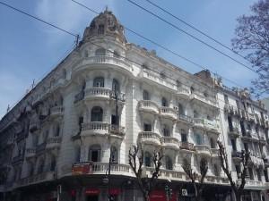 مبنى فرنسي الطراز في منطقة باساج بتونس